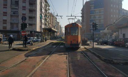 Anziana investita da un tram, è in codice rosso LE FOTO