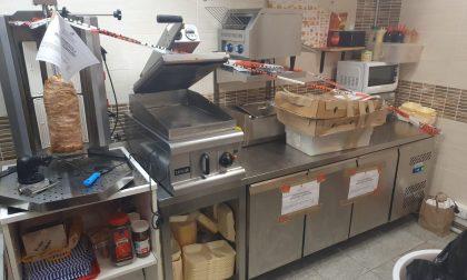 Cucina degli orrori, la Municipale chiude un locale del centro storico LE FOTO