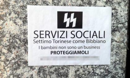Settimo come Bibbiano? L'adesivo contro i servizi sociali. Il Comune denuncia LE FOTO