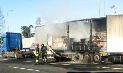 Tir in fiamme sull'autostrada A4, traffico bloccato