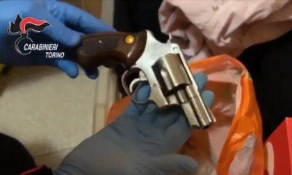 Bombe a mano, pistole e droga a casa di un operaio IL VIDEO