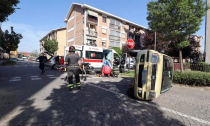 Incidente all'incrocio del Villaggio Fiat, un'auto si ribalta
