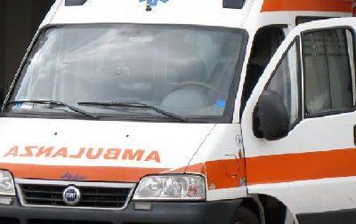 Scontro fra  auto, due feriti trasportati all'ospedale in codice giallo