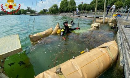 Recuperato il relitto di una barca nel lago di Viverone