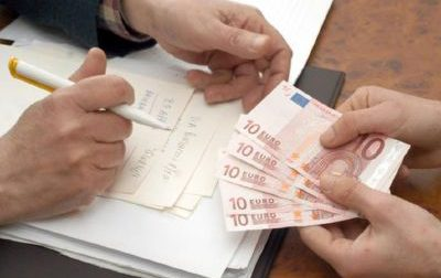 Finti vigili rubano oro e 15mila euro in contanti