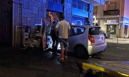 Auto impazzita si schianta contro un palazzo LE FOTO