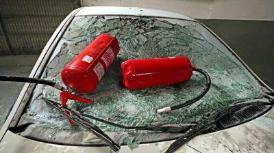 Auto devastata al multipiano di piazza Campidoglio