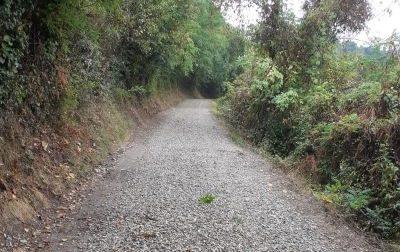 Strada Trinità, dopo le piogge è di nuovo un colabrodo