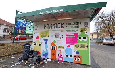 Raccolta plastica: ora si cambia musica. Mr. Pack sarà sostituito dagli impianti del nuovo «partner»