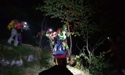 Cercatore di funghi cade da un pendio in montagna: salvato dal soccorso alpino