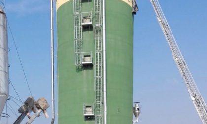 Cadono in un silos di mangimi, morto anche il fratello