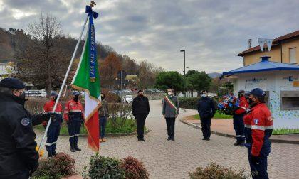 Virgo Fidelis, omaggio floreale al monumento dei Carabinieri
