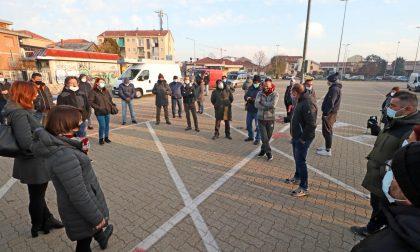 """""""I mercati sono sicuri, fateci lavorare"""", la protesta degli ambulanti extra alimentare VIDEO"""