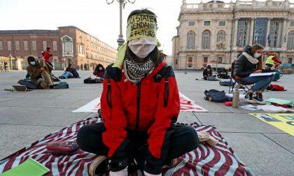 Studenti in piazza per dire basta alla didattica a distanza