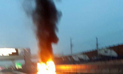Auto della Croce Rossa di Settimo in fiamme in autostrada