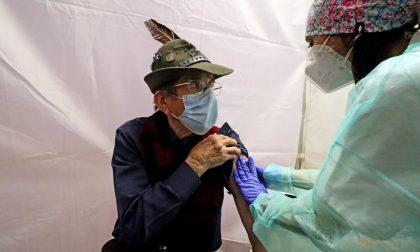 """Vaccinazioni senza intoppi, il centro di Settimo procede regolarmente. Si vaccina anche il """"vecio"""""""
