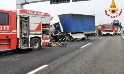 Incidente in tangenziale: camionista ferito