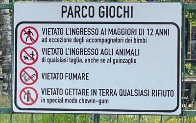 Il cartello della discordia all'I-park poi rimosso dal Comune: doveva  essere posizionato al parco giochi di San Raffaele Alto
