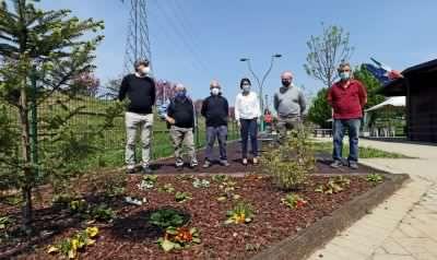 In attesa della riapertura, i volontari rifanno il look all'area verde cittadina
