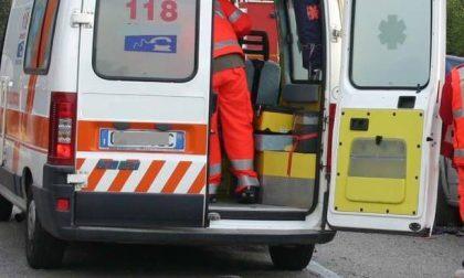 Cade da una scala mentre installava una telecamera a Venaria: grave all'ospedale