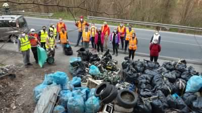 Volontari in campo per ripulire la nostra collina