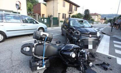 Scontro auto - moto: grave incidente stradale in via Mario Caudana