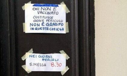 """Parroco pro Vax: """"Chi non è vaccinato non è gradito in questa chiesa"""""""