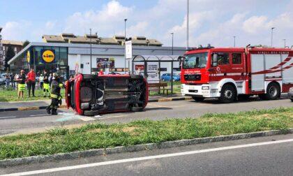 Si ribalta con l'auto in corso Piemonte, anziano trasferito in ospedale